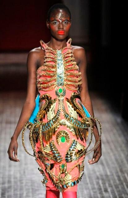Uno de los modelos de Manish Arora.