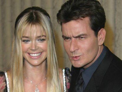 Charlie Sheen y Denise Richards, en el estreno de 'Scary Movie 3' en 2003.