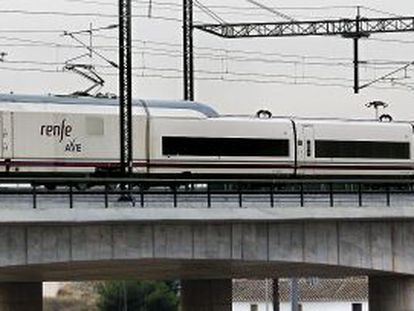 Viaje inaugural del tren de alta velocidad a Valencia en diciembre de 2010.