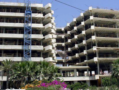 Viviendas en construcción en Estepona (Málaga), en una imagen de archivo.