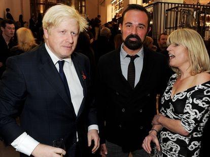 Boris Johnson, Evgeny Lebedev y Rachel Johnson en un evento del 'Evening Standard', en 2012 en Londres.