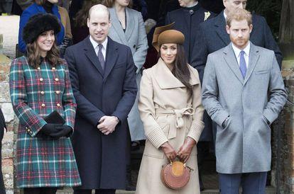 Kate Middleton, el príncipe Guillermo, Meghan Markle y el príncipe Enrique en la misa de Navidad en Sandringham 2017.