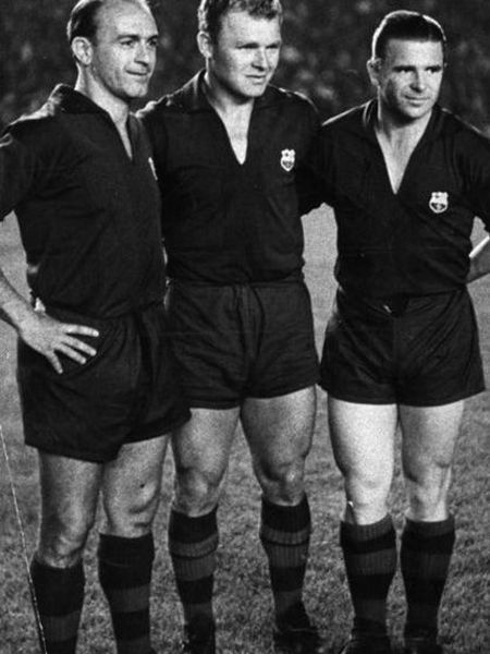 Di Stéfano, Kubala and Puskas, with the Barça shirt at the farewell to the second as Barça player in 1961.