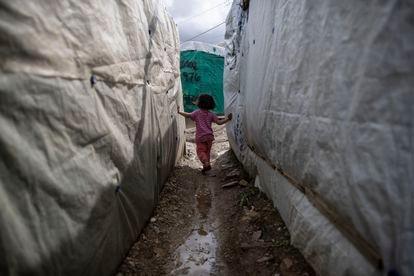 Una niña en el campamento de Moria, Lesbos, Grecia, el 4 de marzo pasado.