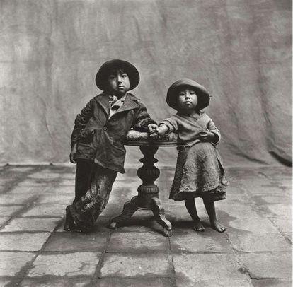 'Niños de Cuzco' (1948), fotografía de Irving Penn expuesta el Metropolitan.