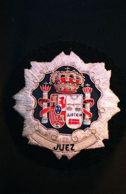 Detalle de una toga de juez.