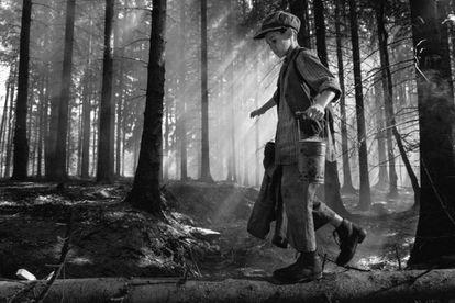 Imagen de fotograma de 'The Painted Bird', del director checo Vaclav Marhoul.
