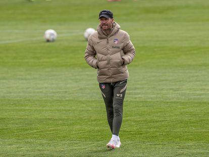 El entrenador del Atlético de Madrid, Diego Pablo Simeone, durante el entrenamiento del pasado jueves. EFE/Rodrigo Jiménez