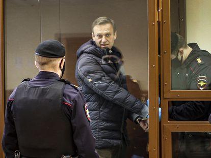 Alexéi Navalni en el tribunal municipal de Moscú, este martes.
