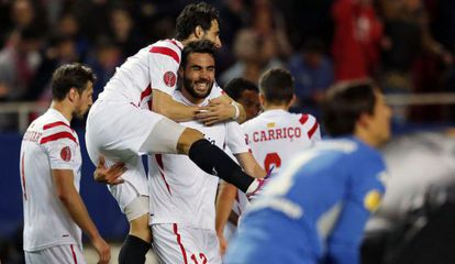 Pareja felicita al goleador Iborra.