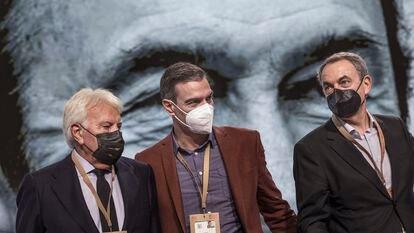 Felipe González, Pedro Sánchez y José Luis Rodríguez Zapatero, el sábado en el 40º Congreso del PSOE, en Valencia.