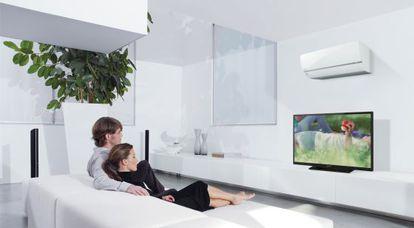 Equipo de aire acondicionado capaz de detectar la cantidad de luz solar y la presencia de personas.