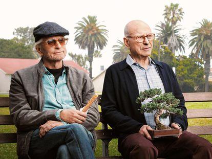 Michael Douglas y Alan Arkin en la serie 'El método Kominsky'.