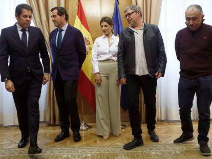 La ministra de Trabajo, Yolanda Díaz, antes de una reunión con los dirigentes de las patronales, CEOE, Antonio Garamendi; y Cepyme, Gerardo Cuerva; y de los sindicatos, CCOO, Unai Sordo; y UGT, Pepe Álvarez.