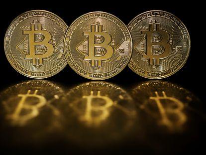 Representaciones de la criptomoneda bitcoin.