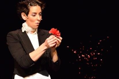 Amelie, una de las pocas magas españolas que ha obtenido el premio 'Mago del año' de la Sociedad Española de Ilusionismo y un Premio Nacional en la categoría de magia general.
