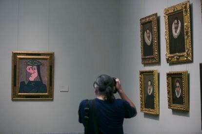 El 'picasso', en su colocación definitiva en el Museo del Prado, junto a los retratos del Greco.
