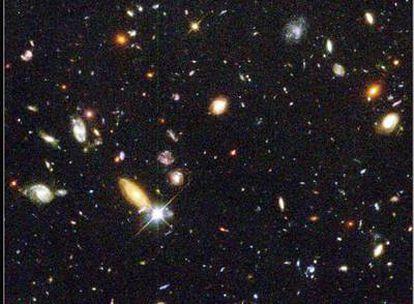 Fotografía del universo profundo tomada por el telescopio espacial <i>Hubble.</i>