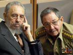 Fundado en 1965 y con unos 700.000 militantes, el Partido Comunista Cubano es el único con estatus legal en la isla y su poder radica en que, aunque no presenta candidatos a elecciones ni forma el Gobierno, su misión consagrada en la Constitución es dirigir a la sociedad. En la imagen, Fidel y Raúl Castro.