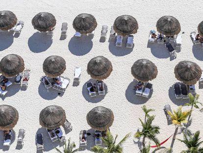 Vista aérea de una playa de Cancún, uno de los principales destinos de México.