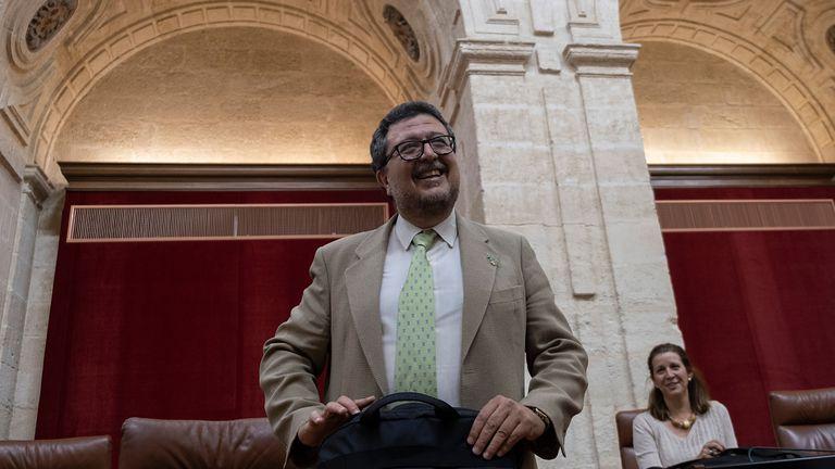 El líder de Vox en Andalucía, Francisco Serrano, durante el debate de las enmiendas a la totalidad del presupuesto de la Junta de Andalucía, en junio de 2019.