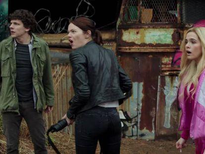 Jesse Eisenberg, Emma Stone y Zoey Deutch, en el filme.