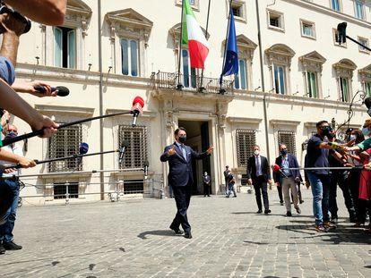 Giuseppe Conte, a la salida de la reunión con el primer ministro de Italia, Mario Draghi.