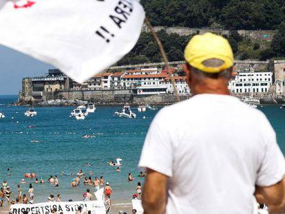 La asociación de familiares de presos de ETA Etxerat exigen el acercamiento de los reclusos en las playas de San Sebastián