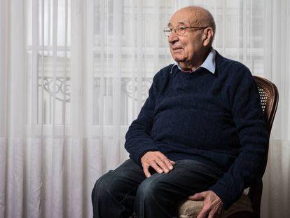 Raphaël Esrail, superviviente de Auschwitz, este sábado en su casa en París.