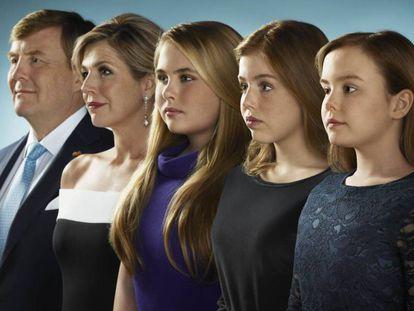 Los reyes Guillermo y Máxima de Holanda con sus hijas Amalia, Alexia y Ariane, en la felicitación de Navidad de 2018.