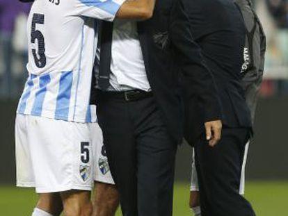 Demichelis abraza a Pellegrini al final del partido.
