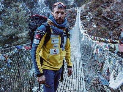 Alex Txikón, en el 'trekking' para llegar al Everest.