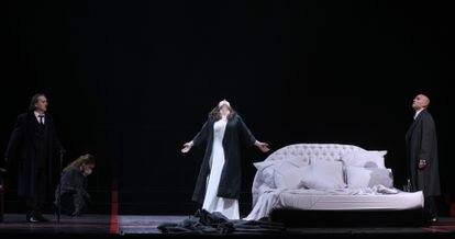 """Violetta Valéry muere mirando hacia lo alto tras su último y fugaz episodio de lo que se conocía como """"esperanza tísica"""" de un enfermo de tuberculosis."""