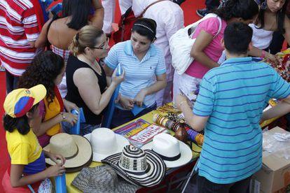Fiesta de la comunidad colombiana en la plaza de toros de Leganes (Madrid).