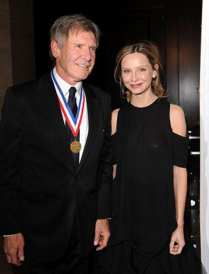 El actor Harrison Ford y Calista Flockhart, en la gala de Leyendas Vivas de la Aviación en la que el actor fue condecorado unos años antes.
