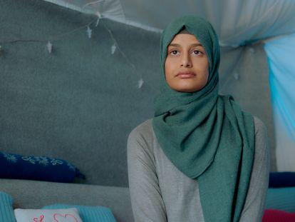 La británica Shamima Begum, una de las mujeres occidentales de Estado Islámico retenidas en campos de detención en el Noreste de Siria que participan en el documental.