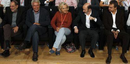 De izquierda a derecha, Javier Solana, Felipe González, Pilar Goya (esposa de Rubalcaba), Alfredo Pérez Rubalcaba y José Luis Rodríguez Zapatero.