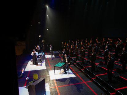 Vista del escenario del Teatro Real durante la representación de 'La traviata', estrenada el 1 de julio de 2020 tras el cierre por la covid 19.