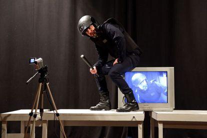 El actor Eugenio Gómez encarna al protagonista de 'El Antidisturbios'.