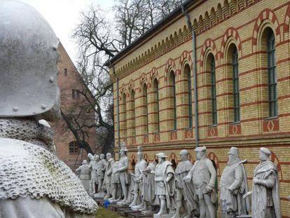 Estatutos de mármol de los Príncipes de Brandeburgo y Prusia.