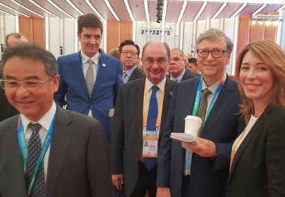 El presidente de Aragón, Javier Lambán (en el centro), coincidió en China con Bill Gates (segundo por la derecha).