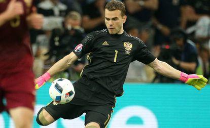 Igor Akinfeev, durante un partido de la Eurocopa 2016.