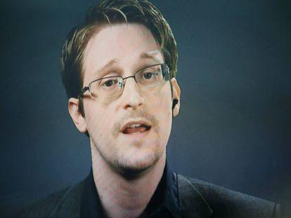 Edward Snowden en videoconferencia desde Moscú (Rusia) durante una campaña para perdonar al exespía.