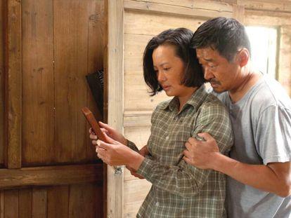 Yong Mei (izquierda) y Wang Jingchun, en 'So Long, My Son'.