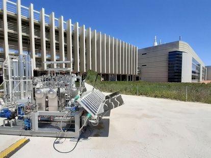 Planta de fotoelectrocatálisis para producción de hidrógeno en el Repsol Technology Lab.