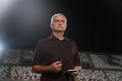 José Mourinho, durante el partido de la Roma contra la Salernitana.