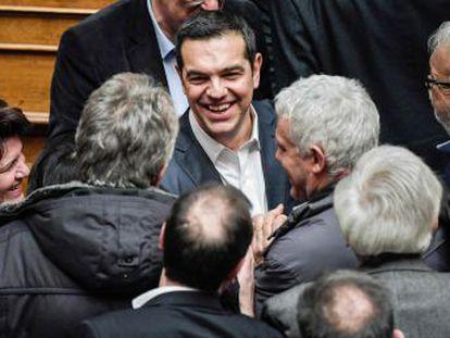 Aunque hace solo cuatro años le veía como un radical populista, Bruselas le ensalza ahora como estadista por la aplicación del rescate y el histórico acuerdo con Macedonia