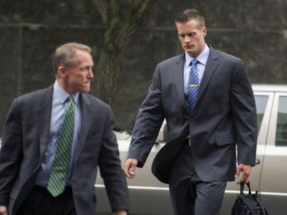 Evan Liberty (a la derecha), uno de los exagentes de Blackwater, junto a su abogado antes de entrar a un juzgado de Washington.
