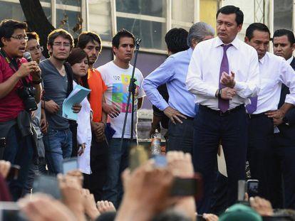 Osorio Chong con los estudiantes, este martes