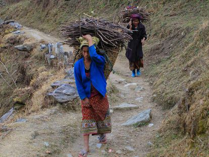 La discriminación se une a la falta de infraestructuras en las zonas rurales de Nepal.